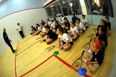 děti hrající squash